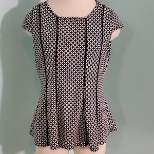 Robert Louis black  and white top, PM. CAP sleeve